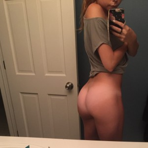 Petite-girl-takes-bottomless-selfies-3
