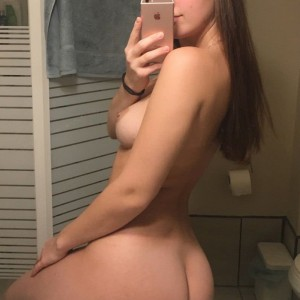 18-huge-naked-girl-selfie-ass-on-counter