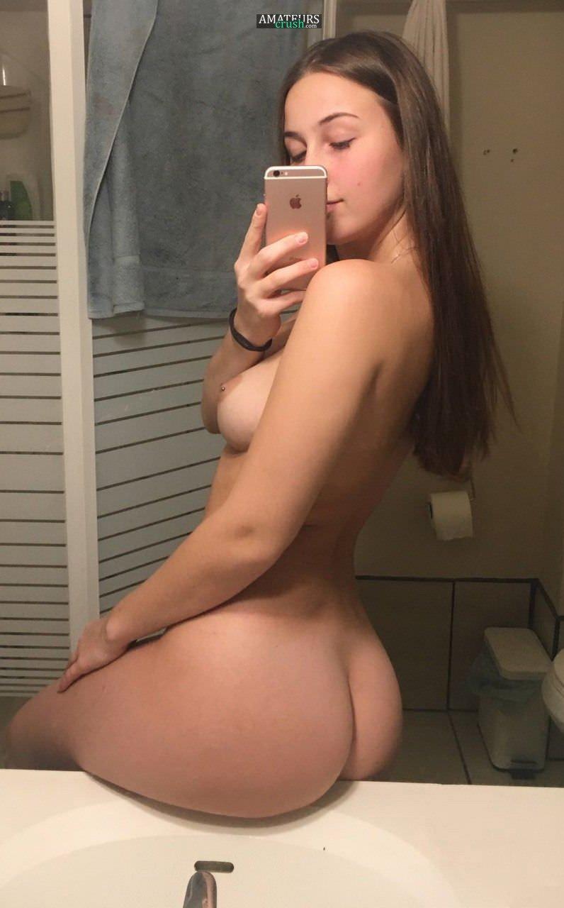18-huge-naked-girl-selfie-ass-on-counter