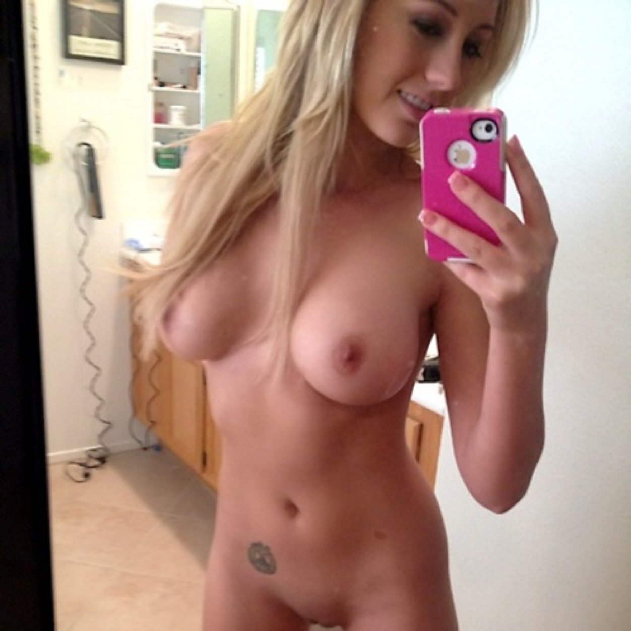 sexy-topless-girl-selfies-3